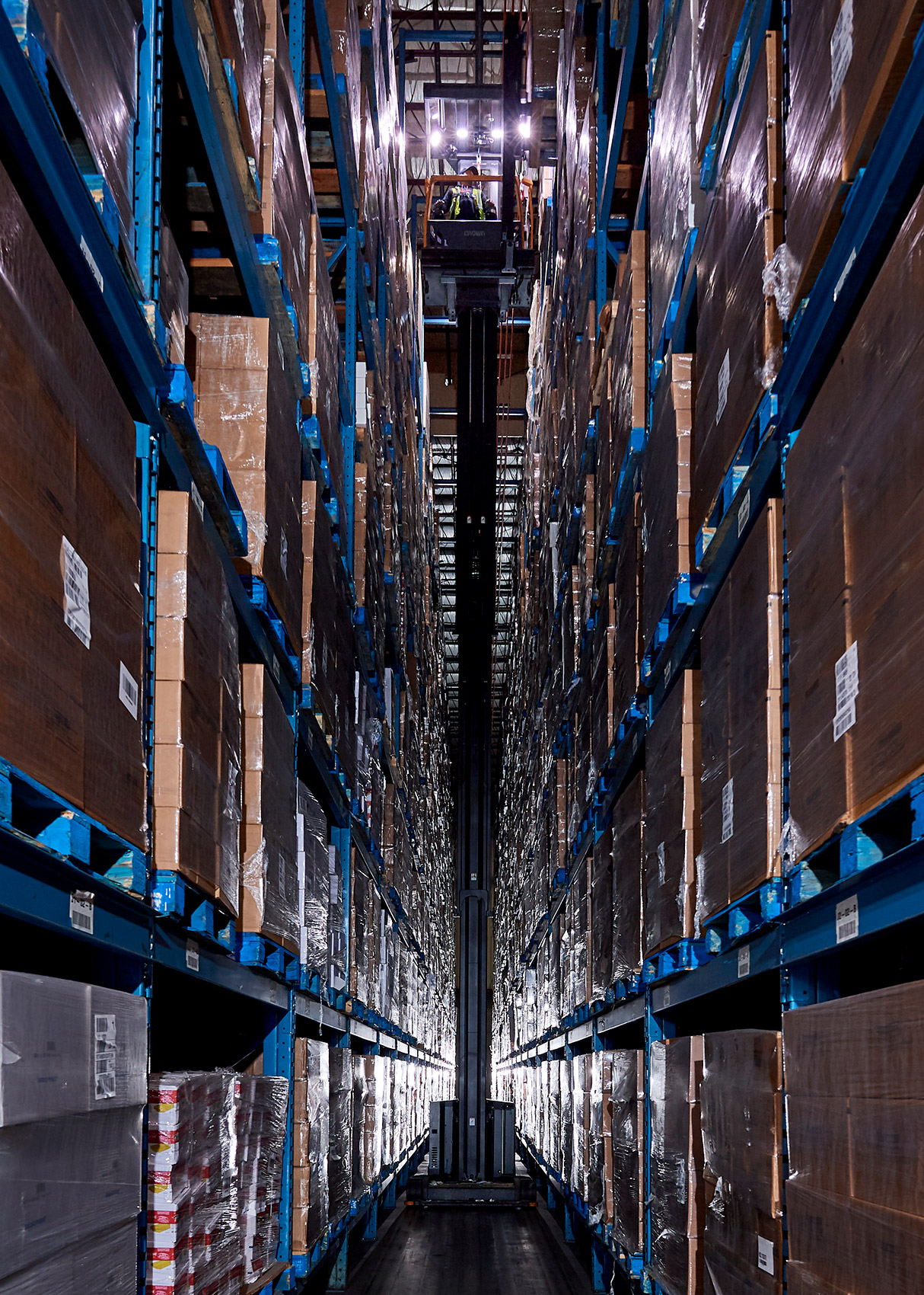 Industrial-Photography-Warehouse-Lift